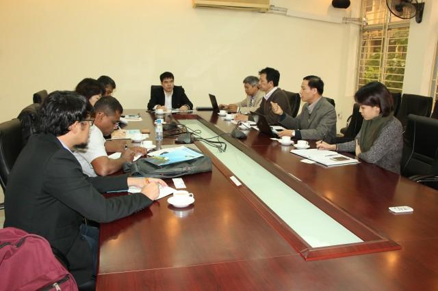 Ông Nguyễn Quốc Khánh, Quyền Cục trưởng Cục Viễn thám Quốc gia chủ trì buổi tọa đàm